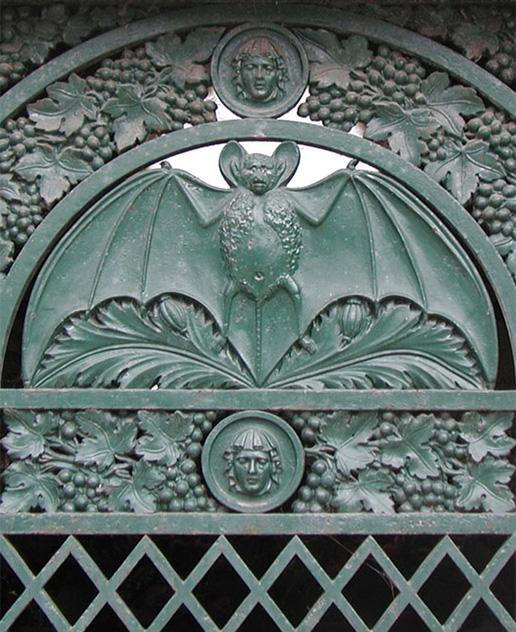 Bat motif from Père-Lachaise Cemetery