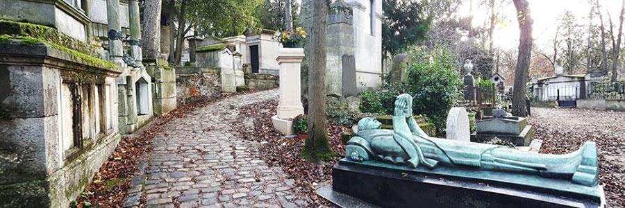 Père-Lachaise Cemetery pathway